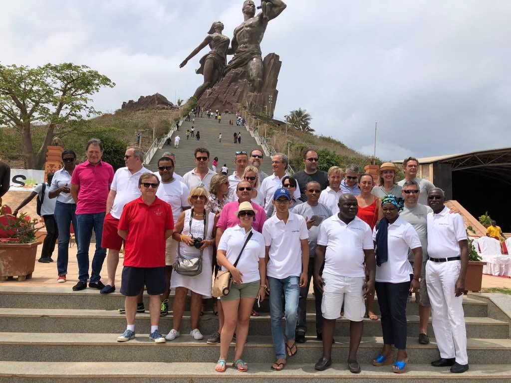 Exco Afrique et Exco France fertilisent le monument de la Renaissance